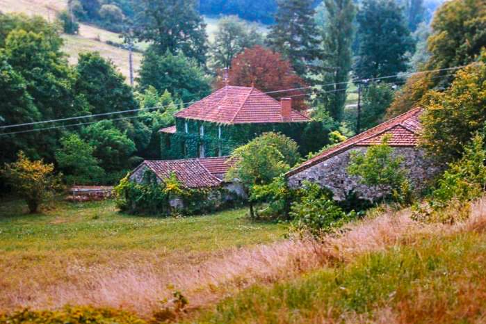 karakteristieke gebouwen Domaine du Merlet vakantie domein Zuid Frankrijk