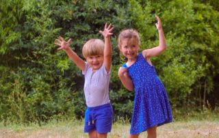 foto kinderen spelen Domaine du Merlet welkom