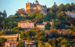 foto heuvel kathedraal Penn d'Agenais